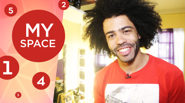 Hamilton's Daveed Diggs Shows Off His Oakland Shirt Collection & Jefferson Fan Gifts