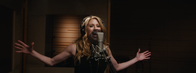 Watch Frozen Star Caissie Levy Sing An Epic Let It Go In This New