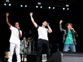 Stranger Things' Caleb McLaughlin and Gaten Matarazzo perform with Darren Criss.