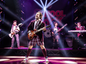 Justin Collette as Dewey and the cast of School of Rock.