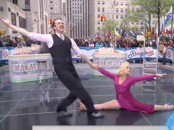 Watch She Loves Me's Jane Krakowski Manage Early Morning Splits Along With Gavin Creel