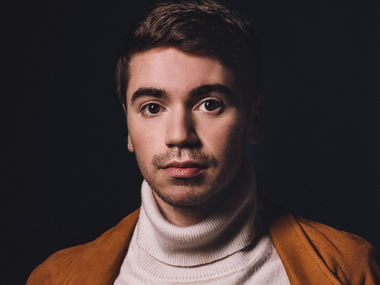 Noah Galvin on Stepping into Dear Evan Hansen's Blue Polo & Putting Himself on the Map in The Real O'Neals