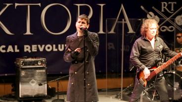 Watch Rocktopia's Tony Vincent & More Add a Classical Kick to Patti Smith, Elton John & More